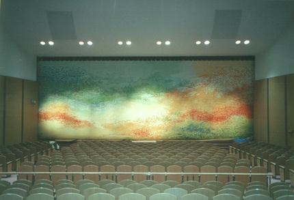 九州大学医学部創立百年記念、百年講堂緞帳「彩綴海松顕微の図」